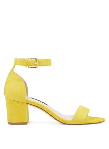 Nine West Kalın Topuklu Süet Sandalet Sarı